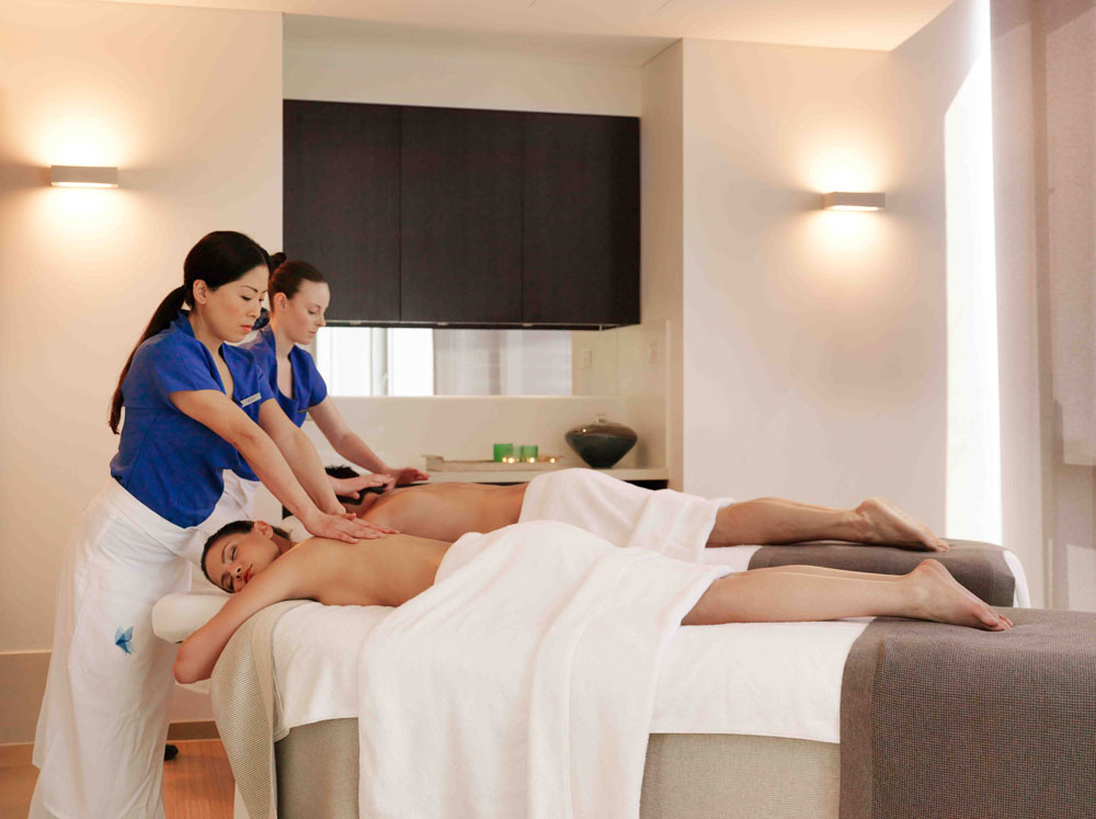 Couples massage at the day spa surfers paradise