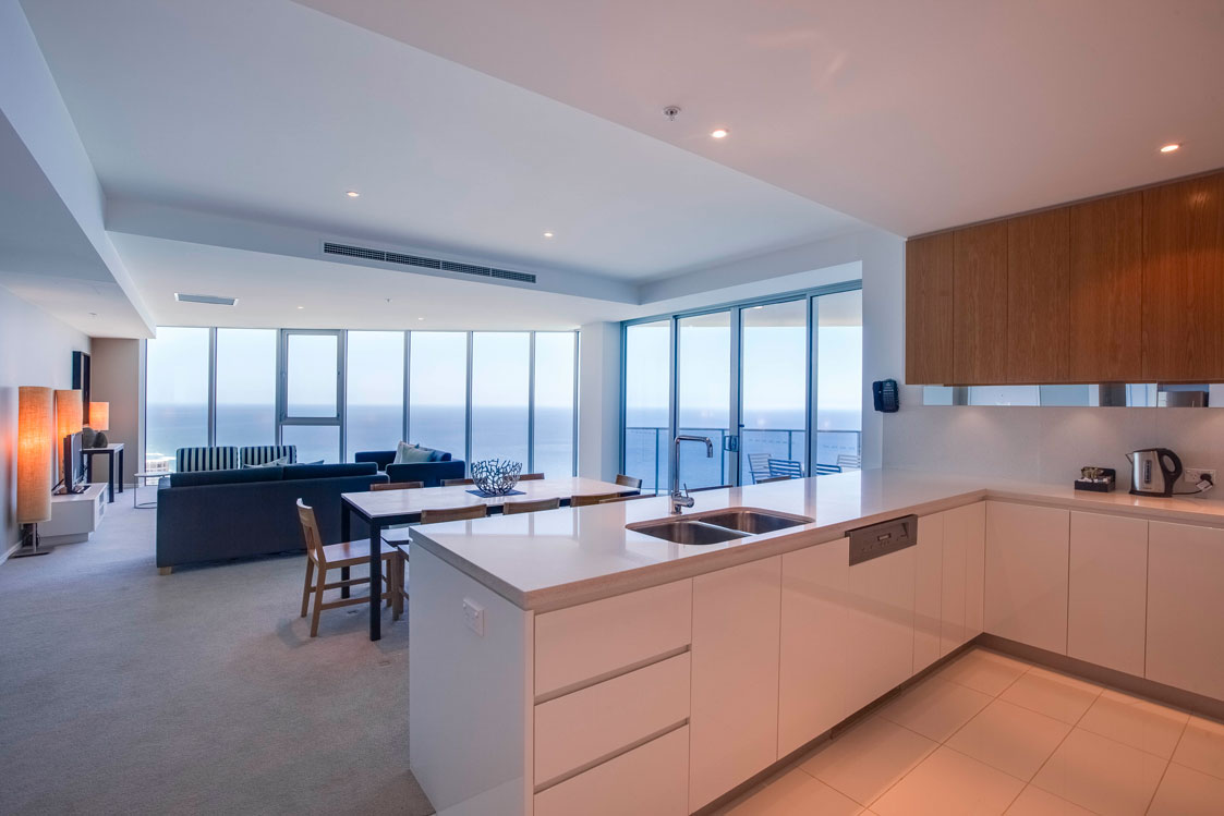 Surfers Paradise holiday apartment with Pacific Ocean views